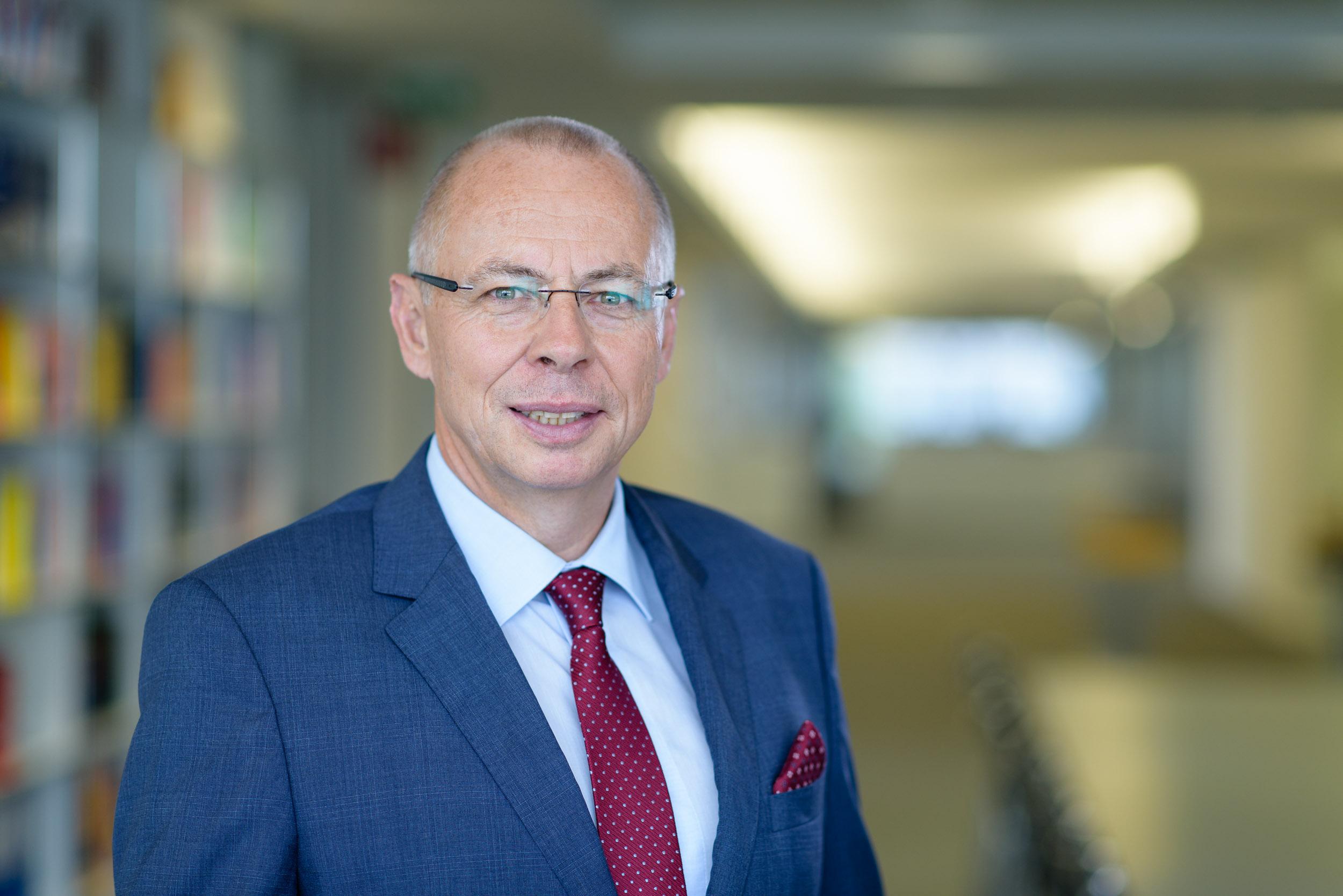 Prof. Dr. Stefan Bendlinger Portrait Photo